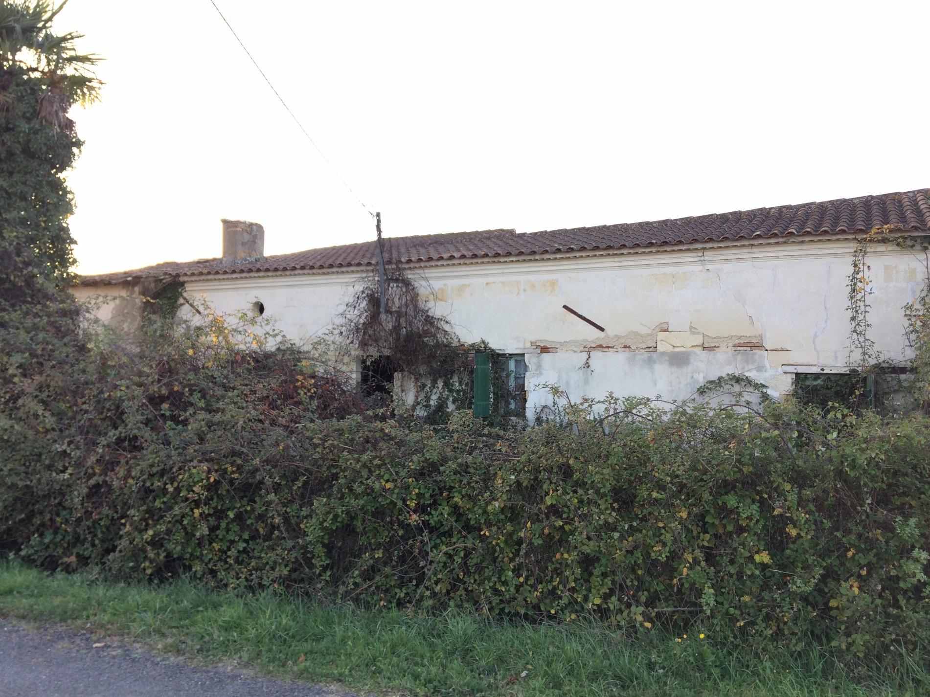 Vente bayas maison en pierre r nover enti rement for Maison en pierre a renover